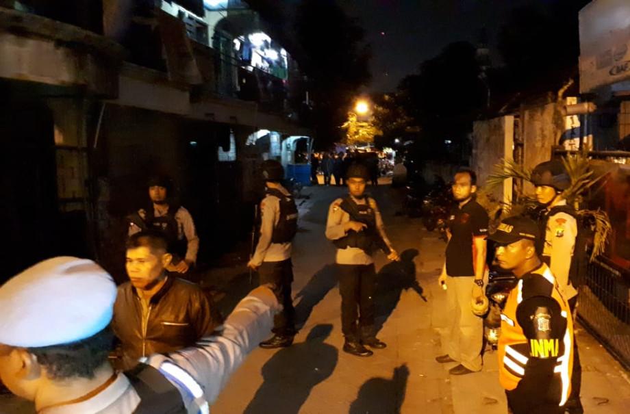 Penggerebekan Teroris-Densus di Manukan Kulon, Surabaya